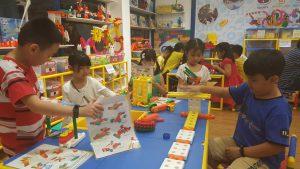 Trò chơi lắp ráp cho trẻ cơ hội thể hiện trí tưởng tượng phong phú và khả năng sáng tạo